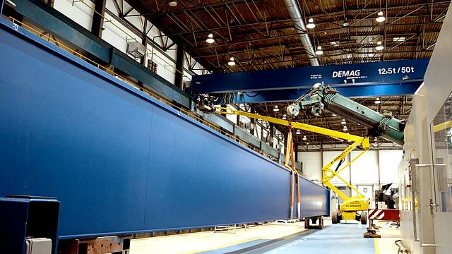 Installation of the new crane system at the SCHOTTEL GmbH Wismar subsidiary. The investment in the facility amounts to 500,000 euro, ensuring a faster and more efficient production process.